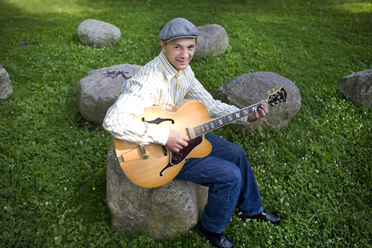 Janko Lauenberger – Sinti-swing gitarrist, Berlin Lichtenberg