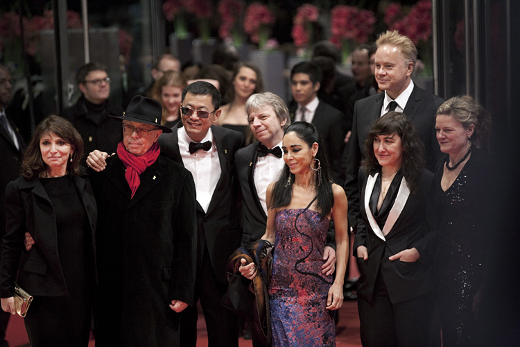 Red Carpet Reception - Dieter Kosslick, Intendant of the 63th Berlinale (2.f.l.) with Jury Members (f.l.t.r.): Susanne Bier (Denmark), Wong Kar Wai (People's Republic of China), Andreas Dressen (Germany), Shirin Neshat (Iran), Tim Robbins (USA), Athina Rachel Tsangari (Greece), Ellen Kuras (USA)